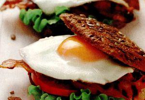 Chifle_cu_bacon_si_oua