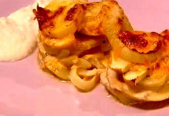 Cum_se_prepara_cartofi_gratinati_cu_mere