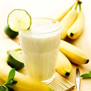Milkshake_de_banane_cu_miere_si_lamaie