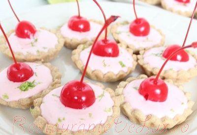 Mini tarte cu crema de cirese