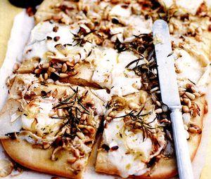 Pizza_cu_branza_de_capra
