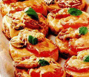 Pizza_cu_ciuperci_rosii_si_salam