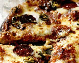 Pizza_cu_salam_picant