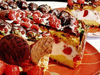 Prajitura_cu_capsune_zmeura_si_ciocolata