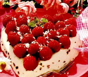 Prajitura_delicioasa_cu_capsune_si_frisca