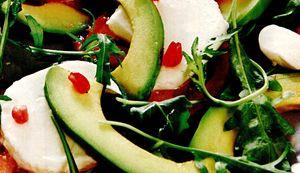 Salata_cu_mozzarella_si_avocado