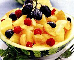 Salata_cu_portocale_caise_si_fructe_de_padure