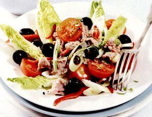 Salata_de_ton_cu_rosii_cherry_si_masline