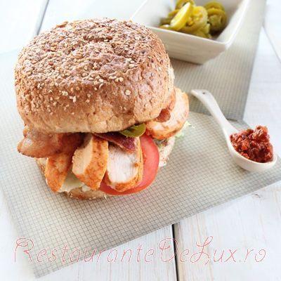 Sandwich_picant_cu_piept_de_pui_la_gratar_07