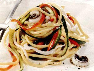 Spaghete_cu_sepie_si_legume