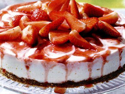 Tort_cu_capsune_si_crema_alba