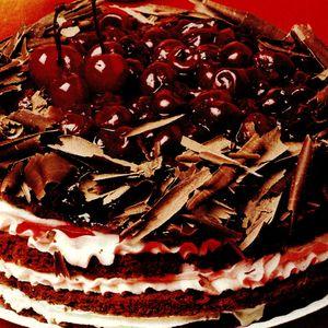 Tort_cu_visine_si_ciocolata