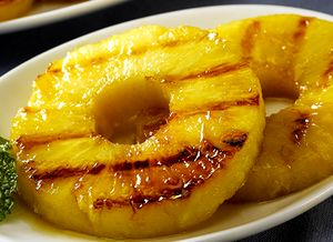 Ananas la gratar cu iaurt si fistic