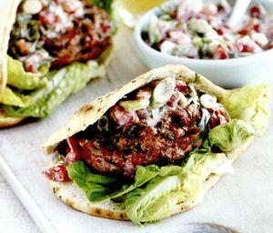 Burgeri_cu_carne_de_porc_pasta_de_curry_si_ceapa_rosie