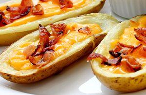 Cartofi_copti_umpluti_cu_crema_de_branza_picanta_si_bacon