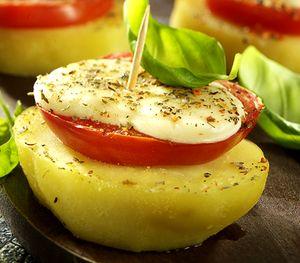 Cartofi_cu_mozzarella_si_rosii