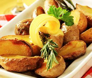 Cartofi cu unt si verdeata