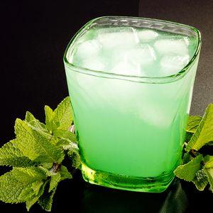 Cocktail_cu_lichior_de_menta_si_vodca