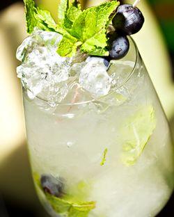 Cocktail_cu_vin_alb_si_vodca
