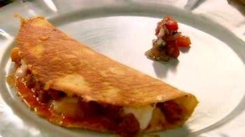 Cum_se_prepara_Quesadilla_cu_chorizo_si_cartofi