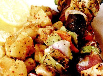 Frigarui_de_pui_cu_legume_si_garnitura_de_cartofi