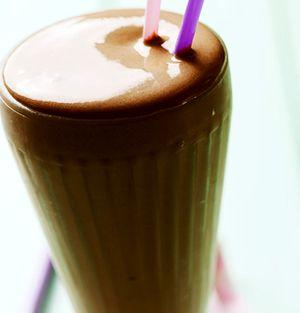 Milkshake_de_ciocolata_cu_lapte
