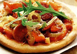 Pizza_cu_salam_rosii_si_ardei_gras