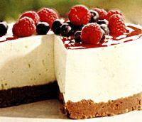 Prajitura_cu_iaurt_si_sos_de_ciocolata