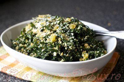 Salata cu branza, nuci si stafide
