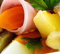 Salata_cu_sunca_gogonele_si_cartofi