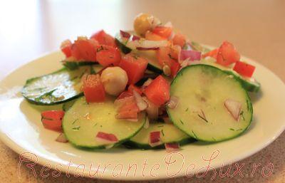 Salata de castraveti cu rosii si marar