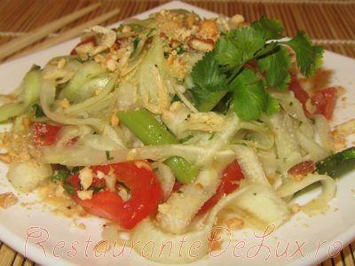 Salata thailandeza dulce picanta