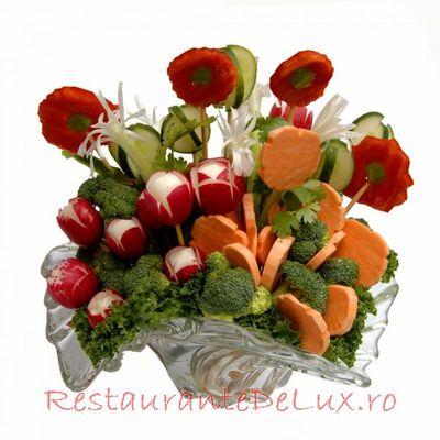 Salata cu rosii uscate, morcov si rucola