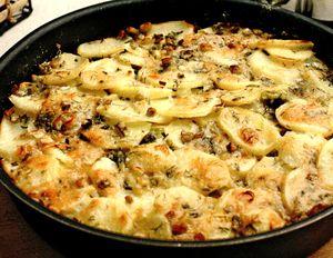 Tartă de cartofi şi dovlecei cu ceapă verde