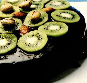Tort_cu_ciocolata_si_kiwi