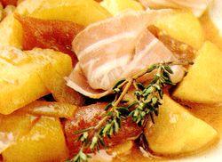 Cartofi_cu_sunca_si_sos