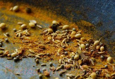 Gogonele murate in otet de mere cu praf de curry