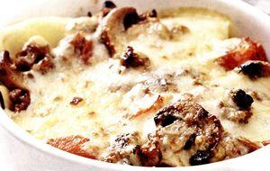 Lasagna_cu_carnati_de_porc_ciuperci_si_rosii