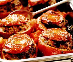 Rosii umplute cu carne si verdeata