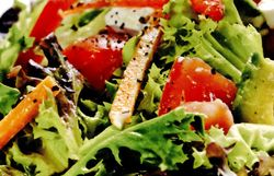 Salata_cu_avocado_si_feta
