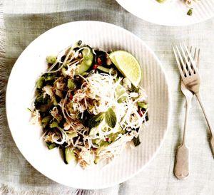 Salată cu carne de crab