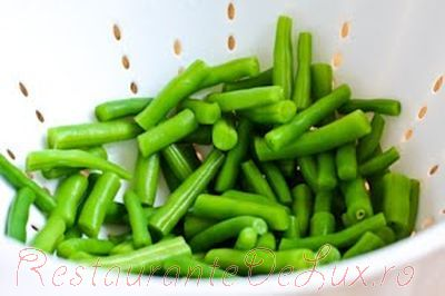 Salata de fasole verde cu rosii si branza feta