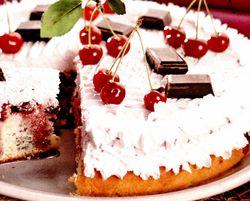 Tort_cu_cirese_ciocolata_si_frisca