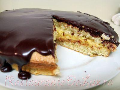 Tort_cu_crema_de_lapte_si_glazura_de_ciocolata_28