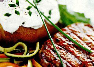 Carne_de_vita_cu_cartofi_copti_si_verdeturi