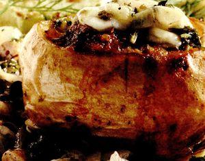 Cartofi umpluti cu ciuperci si cascaval