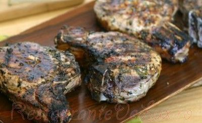 Cotlete de porc in crusta de ierburi