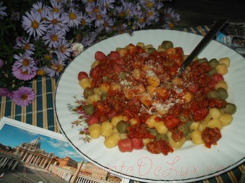 Gnocchi cu ragu alla bolognese