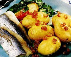Hering_cu_garnitura_de_cartofi