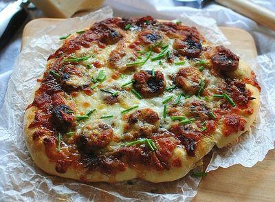 Pizza cu cabanos si masline